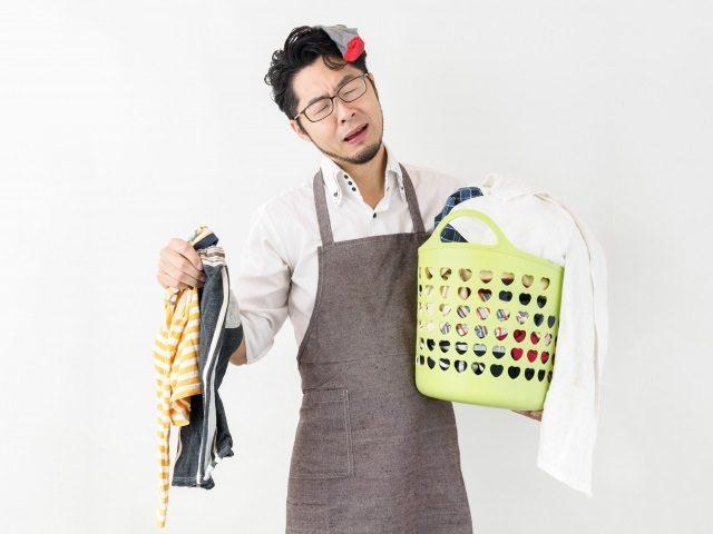 洗濯物と男性