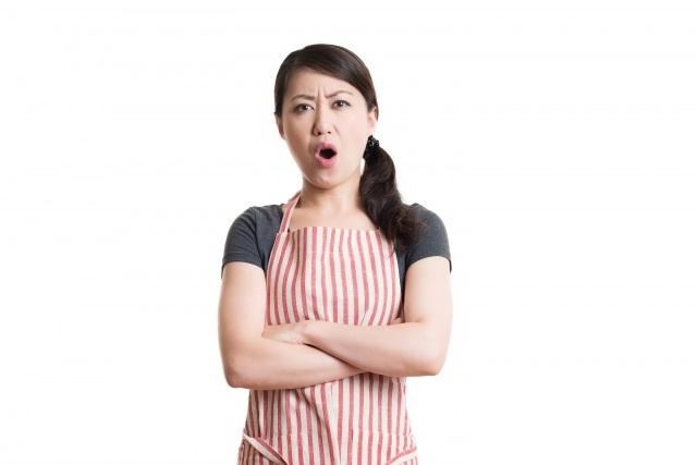 怒鳴る女性